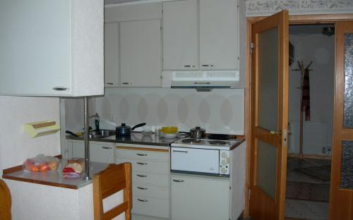 Kokvrå med hushållsredskap