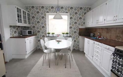 Köket är nyrenoverat och fullt utrustat.