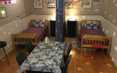 Avdelat stort sovrum/arbetsrum