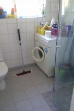 toalett, duschkabin, tvättmaskin